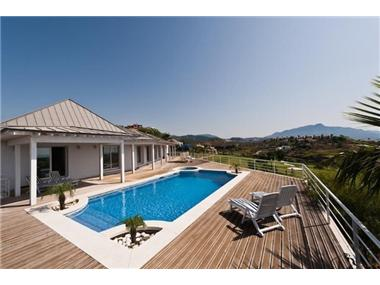 Villa for sale in Artola