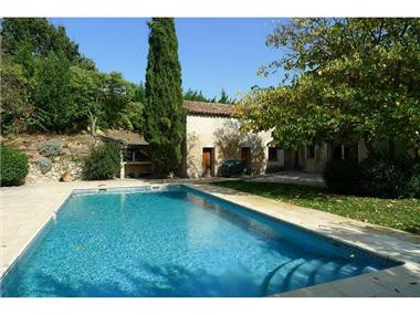 Villa for sale in La Tour-d'Aigues