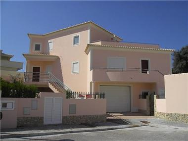 Villa / Townhouse for sale in Atalaia