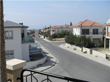 Apartments for sale in Oroklini