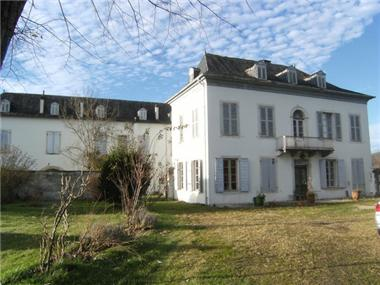 Manor for sale in Pau