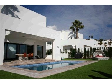Villa for sale in Atalaya Golf