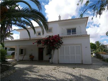 Villa for sale in Atalaia