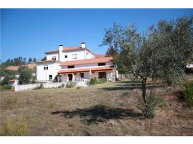 Villa for sale in Penela