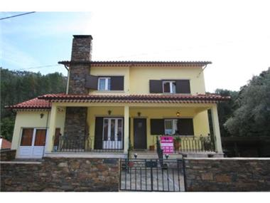 Villa for sale in Gois