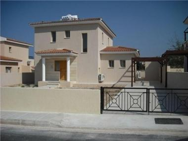 Villa for sale in Khlorakas