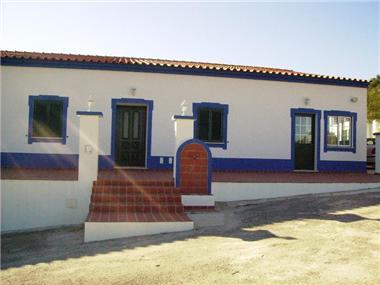 Villa / Townhouse for sale in Almodovar