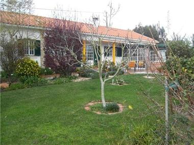 Villa / Townhouse for sale in Salir de Matos