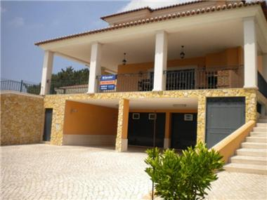 Villa / Townhouse for sale in Quinta Do Conde