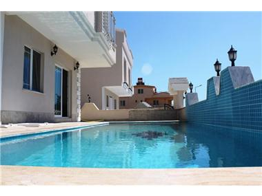 House/villa for sale in Altinkum