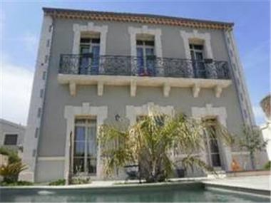 Mansion for sale in Beziers