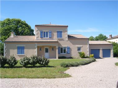 House for sale in Montpeyroux