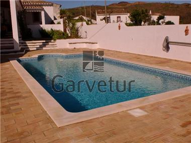 Villa / Townhouse for sale in Santa Catarina da Fonte do Bispo