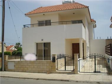 Detached House for sale in Germasogeia