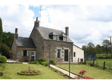Cottage for sale in Fougerolles-du-Plessis