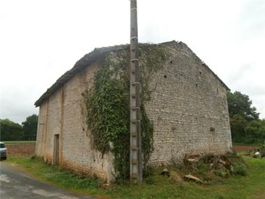 Barn for sale in Ruffec