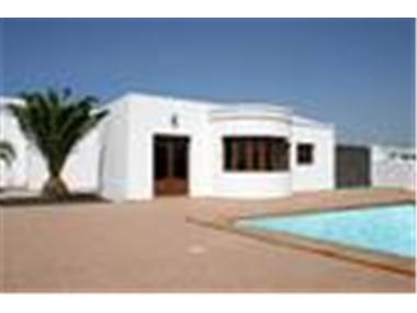Villa for sale in Puerto Calero