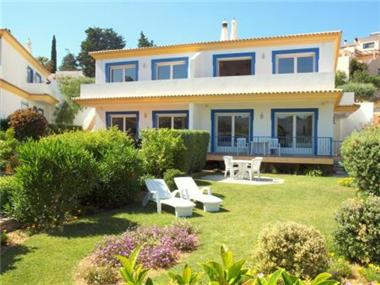 Villa for sale in Santa Barbara de Nexe