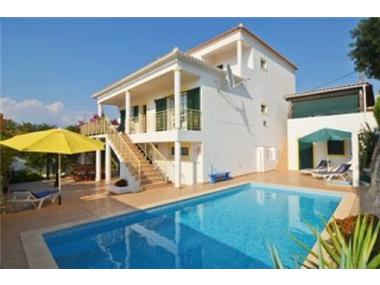 Villa for sale in Paderne