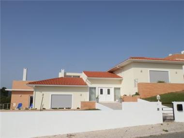 Villa for sale in Foz do Arelho