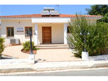Bungalow for sale in Argaka