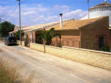 Villa for sale in San Cayetano