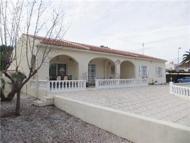Villa for sale in Los Balcones