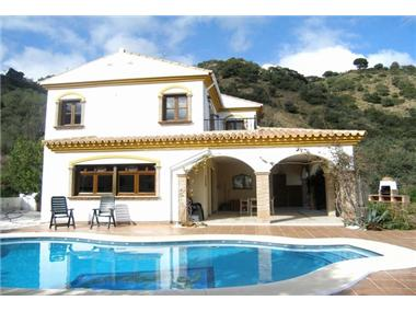 Villa for sale in Casarabonela