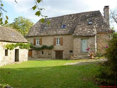 Farmhouse for sale in Neuville