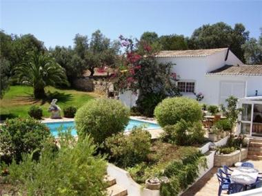 House for sale in Santa Barbara de Nexe