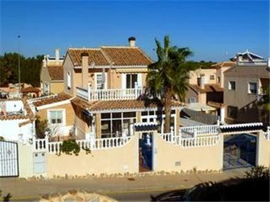 Villa for sale in El Pinar de Campoverde