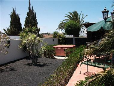 Villa for sale in Costa Teguise