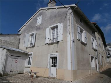 Townhouse for sale in Ruffec
