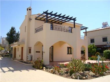 Detached House for sale in Emba
