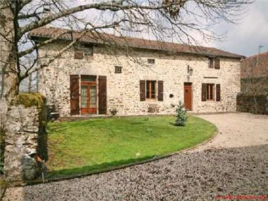 Group Of Buildings for sale in Les Salles-Lavauguyon