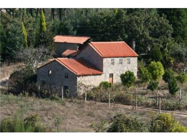 Rural House With Land for sale in Oliveira do Hospital