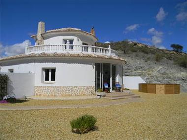 Villa for sale in Chirivel