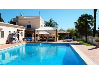 Villa for sale in Lagoa
