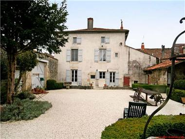 Manor House for sale in Verteuil-sur-Charente