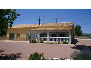Villa for sale in Yecla