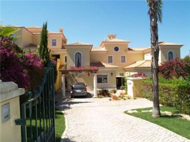 Townhouse for sale in Vale do Lobo
