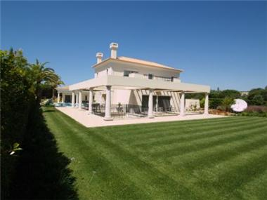 Villa for sale in Vilamoura