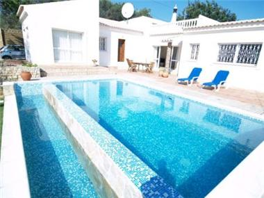 Villa for sale in Almancil