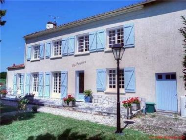 Character Property for sale in Saint-Savinien