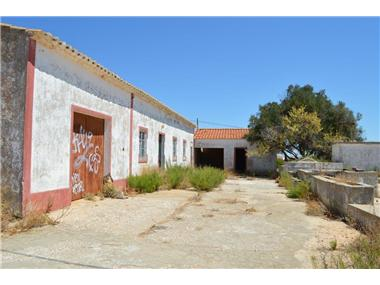 Rural House With Land for sale in Lagoa