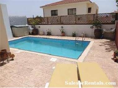 Villa for sale in Oroklini