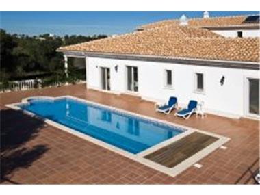 Villa for sale in Almancil