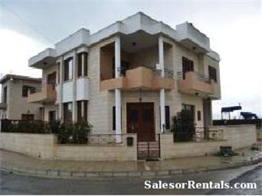 Villa for sale in Dromolaxia