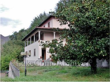 Villa for sale in Carlazzo