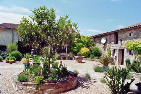 Apartment/Flat for sale in Chef-Boutonne